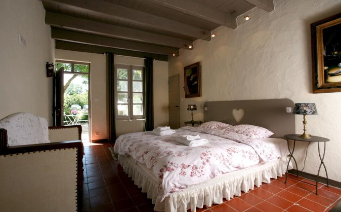 Bed and Breakfast Mas de la Forge, Arles, France - Booking.com